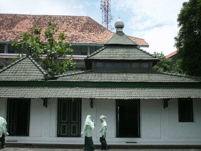 Ponpes Jamsaren (Foto: kiravicena.blogspot.com)