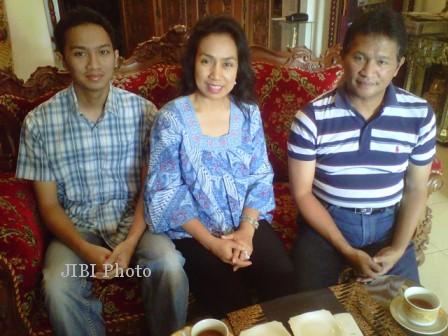 Bambang Riyanto, isteri dan anak sulungnya.